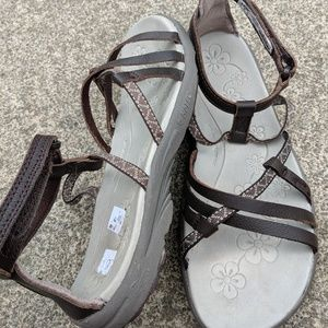 Hi-Tec Brown Leather Strappy Sandals Size 8M EUC